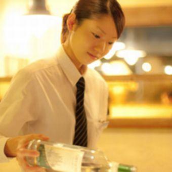 シフト週1提出で融通◎就活に役立つスキル身に付くホールのバイト♪土日祝は時給50円UP☆