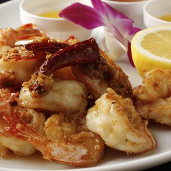 一番人気はハワイアン家庭料理のガーリックシュリンプ!