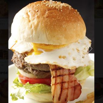 大きなハンバーガーをお客様のテーブルに!お客様の笑顔が嬉しい☆