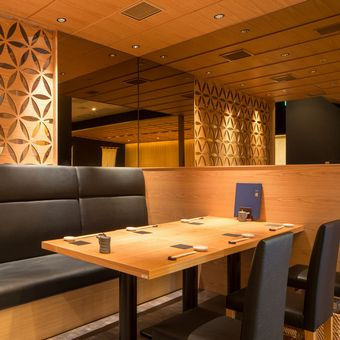 カウンター、テーブル、個室と幅広く使いやす客席構成です。