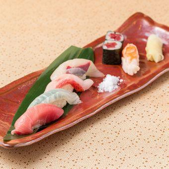 お寿司やお刺身は塩で召し上がっていただくことも。鮮度が高いからできる食べ方です♪