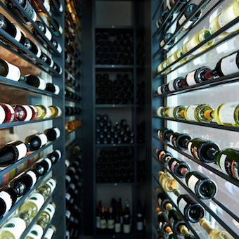 ワインスクールの講師経験のあるシェフソムリエからワインも学べます。