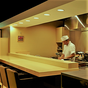 食通をもうならせる料理人の技を間近に感じ、日本の食材を学ぶ【時給1200円】
