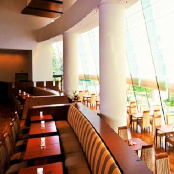 【時給1200円】皇居そば!自然いっぱいの帝国ホテルグループのレストランで接客サービスバイト