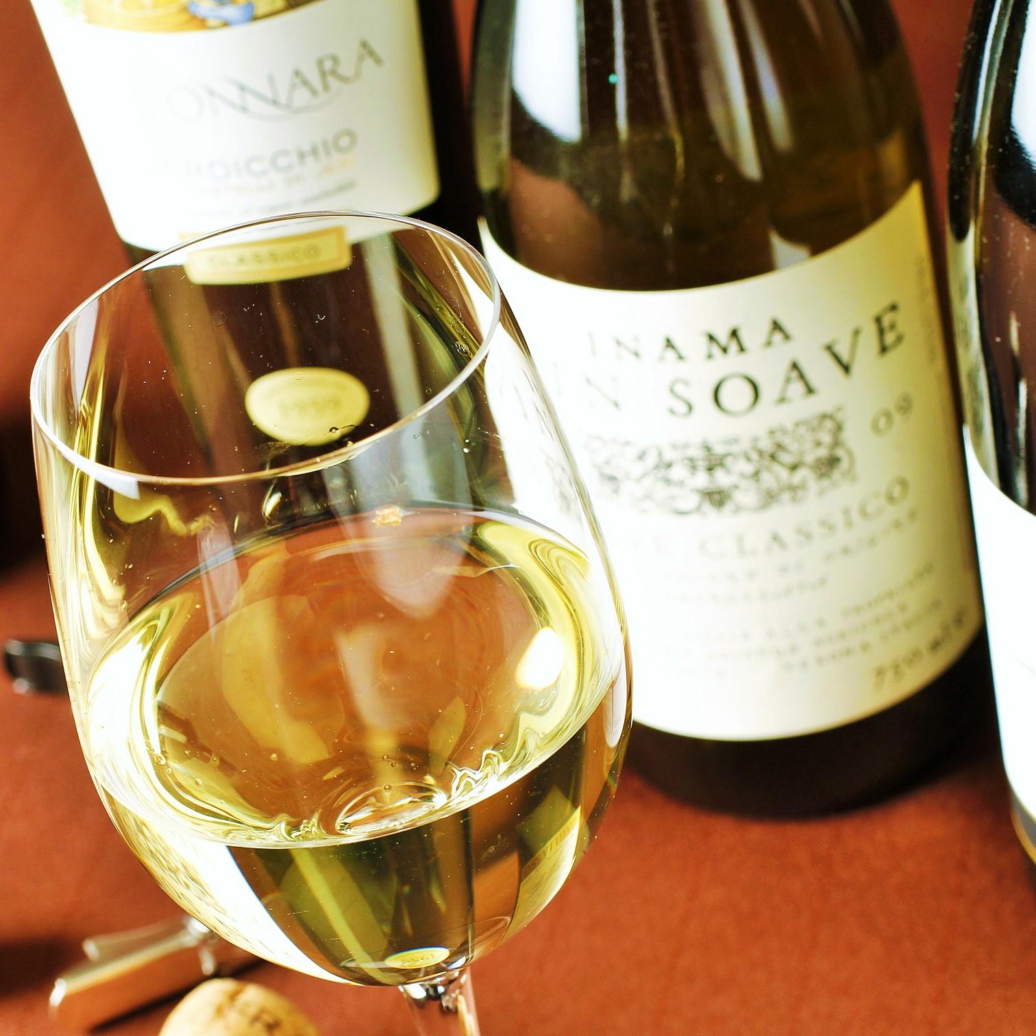 ワインについての知識も身に付く職場です!