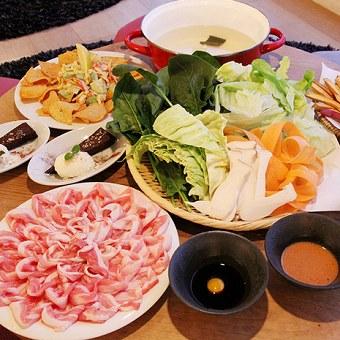 お鍋の野菜、お肉の盛り付けも見た目美しく、心を込めてお願いします♪