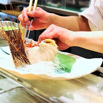 包丁の握り方、魚の捌き方…プロの職人が教える赤坂のお寿司屋さん。キッチンstaff♪