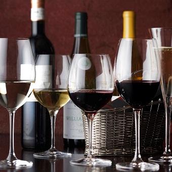 お客様の特別な日のお手伝い!おもてなしの心を持って、ワインに詳しくなれます☆