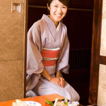 時給1200円☆新宿の夜景が見える日本料理店でおもてなし♪和装美人になろう★