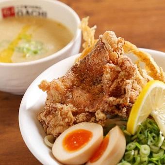 ガツンとガチフライドチキンが乗ったボリューム満点のつけ麺!!