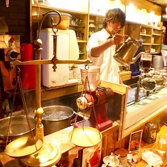 創業60年老舗のサイフォンのオリジナルブレンド珈琲でおもてなし♪
