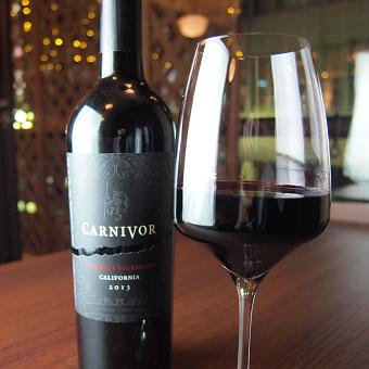 肉専用黒ワインというものもあります!お客様に最高の組み合わせを味わって頂けるよう心を込めて!