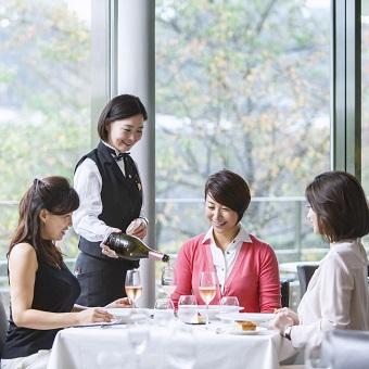 東京国立近代美術館内、皇居を眺める食とアートに囲まれた環境で最高のおもてなし!