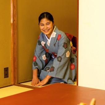 和服でアルバイト。着付けや京懐石の作法も学べる!老舗京懐石のお店。