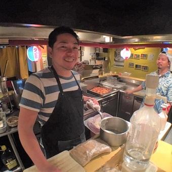 オープンキッチンでホールスタッフとの連携は抜群です!