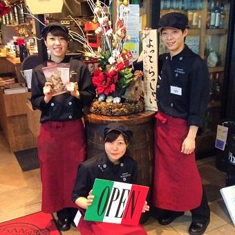若いスタッフ同士で和気あいあいとお仕事!「日本一美味しいミートソース」の大衆イタリアン♪