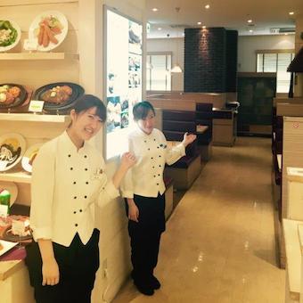 【土日祝時給1100円】メディアでとりあげられる洋食店でホールスタッフ☆22時までの勤務可!