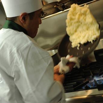 黒毛和牛、イベリコ豚・・・熟練のシェフから学ぶ!厳選した素材をシンプルに最高の状態にするキッチン♪