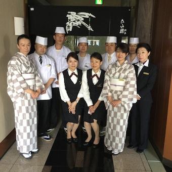 ロイヤルパークホテル内で語学スキルを活かせるチャンス☆制服は着物か洋服が選べます♪