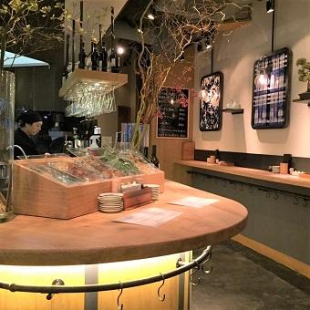 とってもオシャレで現代的な立ち飲み屋さん♪素敵なお店で働こう!!