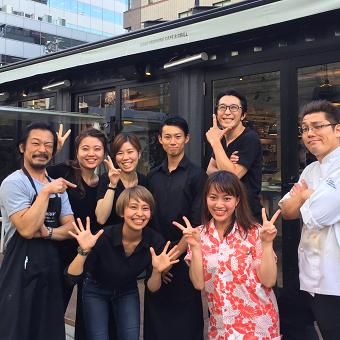 【最大ボーナス10万円⁉】オフィス街にあるオシャレなカフェ♪チームワークばっちりにお仕事☆