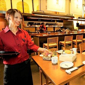 東京国際フォーラムの酒蔵レストラン♪接客マナーの全てが学べる!酒蔵に近い店で接客を!【髪色髪型自由】