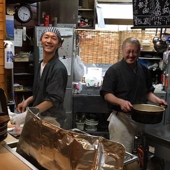 ガッツリ週5日出勤で知る、伝統のおでんの味。カウンターで接客しながら調理補助など☆