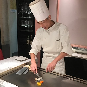 【週2日~働き方で時給が選べる!1200円or1100円 元ホテルのシェフが経営する鉄板料理店