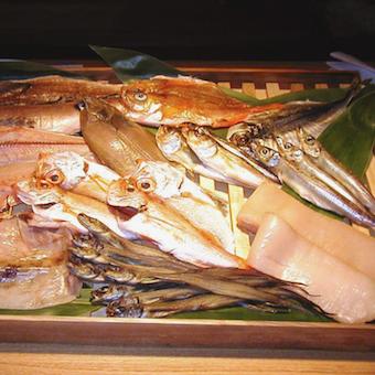 天然地魚の干物や煮物など魚料理を学べるキッチン♪卒業まで働きたい学生さんもOK!