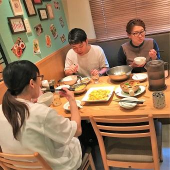 ランチタイム歓迎!女性に大人気♪カフェの様な明るい中華料理店で接客☆まかない食べ放題!