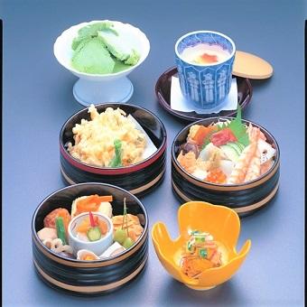 通常価格2940円の『お小昼重』(おこびるじゅう)タダ飯クーポンで!