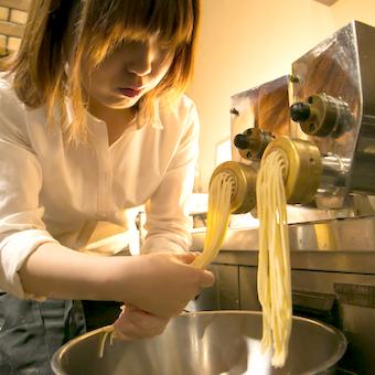 長く働くスタッフ多数☆自家製パスタやピッツァなど手作りイタリアンを作ろう!