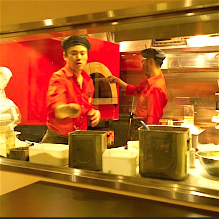 未経験でもピッツァを焼ける♪フリーター・学生歓迎!美味しいピザ焼いてみよう☆美味しい賄い付き♪