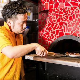 BBQなど社内イベント盛りだくさん◎ソースも生地もオリジナルで作る窯焼きピッツアを習得しよう!