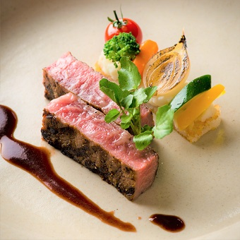 盛り付けも美しいお料理。笑顔でお客様にお届けしましょう!
