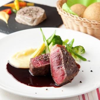 国内外から厳選したお肉をグリルなどビストロ料理で提供します!