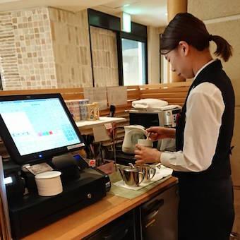 神楽坂のホテルで一流の接客スキルとマナーを磨く☆レストラン・バー・ラウンジの3つのお店で働けます♪