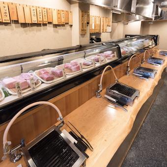 フリーター歓迎!お寿司屋みたいな「立ち食い焼肉」で接客!雑誌やテレビの取材多数☆有名人も来店♪