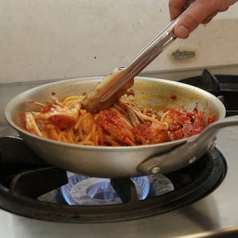 学生さんも学業と両立して働いています。料理をしっかり学べます!