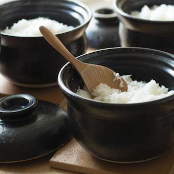 土鍋で炊くご飯は本当に美味しい。美味しさを笑顔でお客様にお届け!
