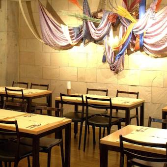 陽気なインド人シェフとも仲良くなれる♪メディアにも多数登場のインドレストランで接客!