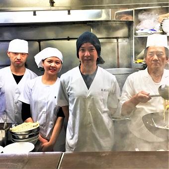 渋谷で65年、雑誌やテレビに多数登場の老舗中華麺店で接客♪年に一度必ず昇給☆