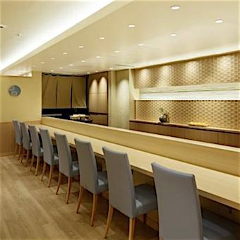 お客様の顔が見えるオープンキッチンです。