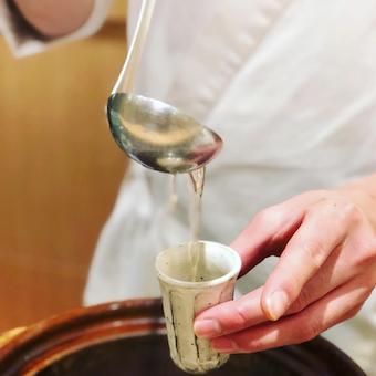 北海道の利尻昆布と枕崎のかつお節からとる「だし」に秘伝の味付けで整えたのが「うまだし」
