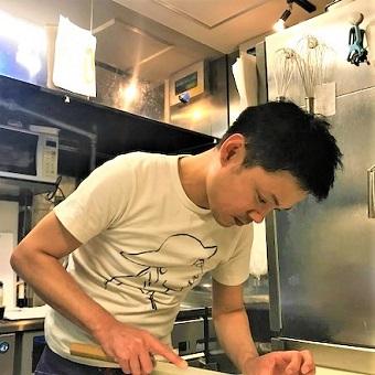 独自ルートで仕入れる新鮮魚介類を取り扱う!メニューづくりにも携われる!経験を生かしたキッチンバイト!