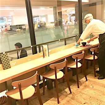 お店は東京駅構内で通勤便利♪時給は1200円の高時給!