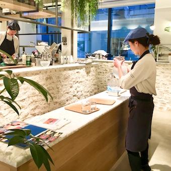 「GINZA SIX」の中の南カリフォルニアをイメージしたカフェで接客☆時給1100円♪