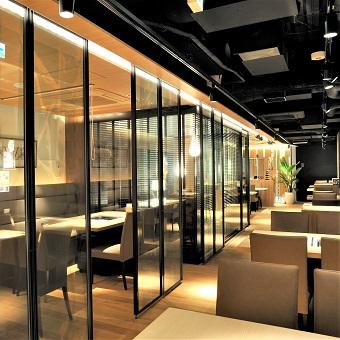 東京・銀座の店舗はデザイナーが手掛けるシックで高級感漂う雰囲気の中で働きませんか?お落ち着いた大人のお客様が多いです。