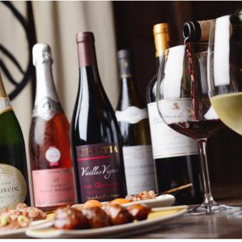 ワインはお客様のお好みに合わせて、ソムリエがオススメ!