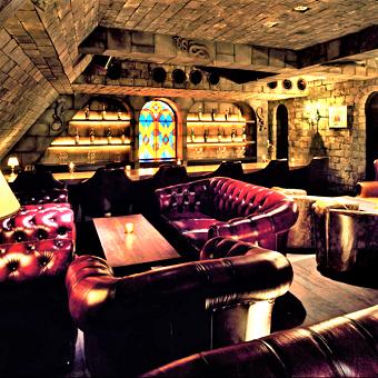 特別な大人だけの、特別な空間。美味しいお酒で一層盛り上げるのがあなたのお仕事です♪